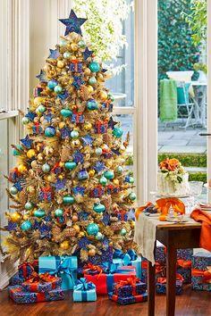 9 stunning ways to decorate your Christmas tree Red And Gold Christmas Tree, Unique Christmas Trees, Christmas Cards To Make, Xmas Tree, Simple Christmas, Christmas Themes, Holiday Decor, Christmas Backdrops, Minimal Christmas