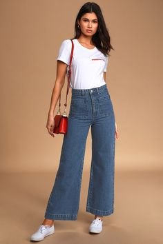 You'll catch yourself reaching for the Rolla's Sailor Dark Blue High-Rise Wide-Leg Jeans over and over again! High-rise jeans with patch pockets, wide legs. Wide Jeans, Cropped Wide Leg Jeans, Wide Leg Pants, Cropped Jeans Outfit, Jeans Outfit Summer, Crop Jeans, Summer Outfits, Blue Jean Outfits, Retro Outfits