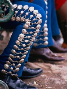 Mariachi pants, from the start it was music to be danced. Distinctive types of dance footwork originated in Spain.