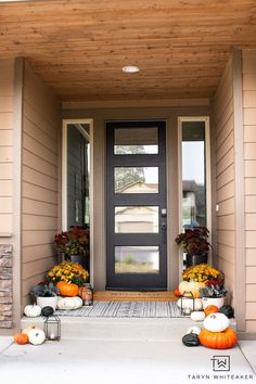 This Earth Tone Fall Porch is full of traditional fall colors but also has a nice modern look to it. Love all the orange mums and heirloom pumpkins. Fall Home Decor, Autumn Home, Gallery Wall Staircase, Mums In Pumpkins, Fall Planters, Fall Mantel Decorations, Autumn Inspiration, Porch Decorating, Earth Tones