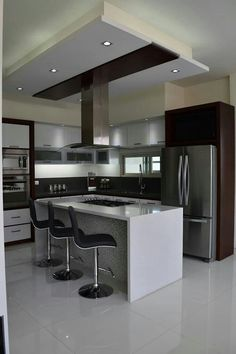 """For a small kitchen """"spacious"""" it is above all a kitchen layout I or U kitchen layout according to the configuration of the space. Kitchen Room Design, Luxury Kitchen Design, Best Kitchen Designs, Home Decor Kitchen, Modern House Design, Interior Design Kitchen, Kitchen Ideas, Kitchen Small, Interior Modern"""