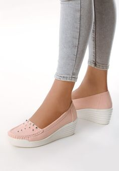 45 Casual Shoes For Your Wardrobe This Winter shoes womenshoes footwear shoestrends Source by petpenufva Pretty Shoes, Cute Shoes, Winter Shoes, Summer Shoes, Jorge Gonzalez, Best Casual Shoes, Everyday Shoes, Shoe Collection, Wedding Shoes