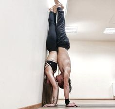 50 Amazing Couple Yoga Poses You Should Try With Your Love - Page 31 of 50 - Yoga & Fitness 50 amazing couple yoga postures you should try with your love – page 31 of Yoga Inspiration, Fitness Inspiration, Couple Yoga, Gym Couple, Crossfit Couple, Dancing Couple, Couple Ideas, Yoga Fitness, Sport Fitness