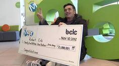 Kanaďan Bob Erb vyhral v lotérii 25 miliónov dolárov! Vzápätí sa prejavil ako veľmi štedrý človek. Za hamburger s hranolkami nechal sprepitné až 10 tisíc dolárov, predtým venoval 7 miliónov na charitu. Viac o motívoch jeho konania nájdete na http://tvnoviny.sk/sekcia/zahranicne/archiv/kanadan-nechal-rozpravkove-prepitne-kupili-by-ste-si-aj-auto.html (Foto: nydailynews.com)