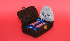 Ravelry: Tombstone with Grave for Halloween Candy pattern by Amalia Samios - free pattern