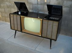Mid Century TV record player radio stereo console 1961 by would love to gut the TV and make a bar and change the stereo to use with iPhone Mid Century Decor, Mid Century Style, Mid Century Furniture, Mid Century Design, Tvs, Televisions, Radios, Vintage Records, Vintage Tv