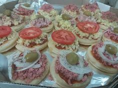 FAÇA E VENDA 2!! MINI PIZZAS,RECHEANDO E EMBALANDO! - YouTube Mini Pizzas, Focaccia Pizza, Pizza Pizza, Videos, Desserts, Sprinkle Cakes, Roasts, Wafer Cookies, To Sell