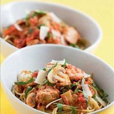 Jauheliha-, tonnikala- tai aurajuustopasta Kung Pao Chicken, Vinaigrette, Japchae, Pasta Dishes, Pasta Recipes, Meat, Ethnic Recipes, Vinaigrette Dressing