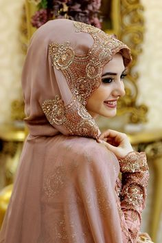 Bridal hijab for beautiful girls Muslimah Wedding Dress, Muslim Wedding Dresses, Muslim Brides, Bridal Dresses, Muslim Girls, Muslim Couples, Muslim Women, Estilo Abaya, Wedding Hijab Styles