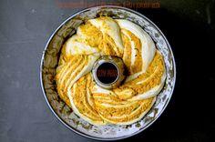 corona-intrecciata-di-pane-al-latte-con-crema-di-feta-e-pomodori-secchi