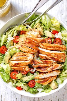 Blackened Chicken and Avocado Salad - - Crisp and full of flavor, this easy chicken salad with avocado is the easiest and healthiest meal you will ever make! - by salad Blackened Chicken and Avocado Salad Avocado Salad Recipes, Avocado Chicken Salad, Salmon Salad, Avocado Dessert, Avacado Meals, Meals With Avocado, Salad With Chicken, Healthy Snacks, Healthy Eating
