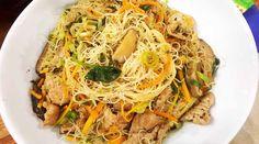 Chow mien con salsa de saté