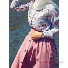 2020 Hijab Skirt Shirt Combinations Pink Long Buttoned Skirt Blue Flower Patterned Shirt - Hijab Skirt Shirt Combinations Pink Long Buttoned Skirt Blue Floral Patterned Shirt the - Modern Hijab Fashion, Abaya Fashion, Muslim Fashion, Modest Fashion, Skirt Fashion, Fashion Outfits, Hijab Style Dress, Casual Hijab Outfit, Hijab Chic