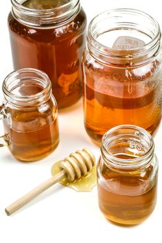 Homemade Honey Whiskey liqueur tastes even better than store-bought. Sip it on the rocks or use it to make hot toddies and other whiskey cocktails. Homemade Whiskey, Homemade Alcohol, Homemade Liquor, Homemade Liqueur Recipes, Whiskey Recipes, Alcohol Drink Recipes, Honey Recipes, Punch Recipes, Honey Liquor