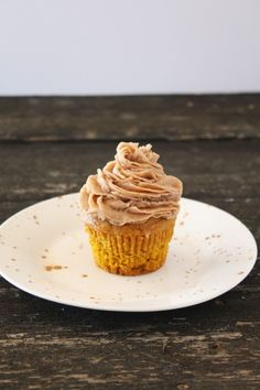 Pumpkin Cupcakes with Cinnamon Chocolate Buttercream Frosting