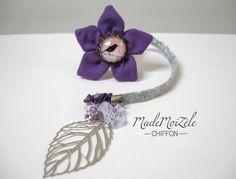 Marque page fleur en tissus violet, mauve, liberty cabochon *oiseau* et breloque feuille