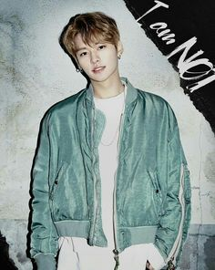 Lee Know #StrayKids // yes, hi JYP, I have a very important complaint, first you eliminate him but it's a very good thing you put him back in, but now he's BIAS WRECKING ME. BOI NEEDS TO STAY IN HIS FREAKING LANE. CHECK YOSELF.
