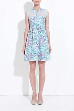 Pretty and pretty smart, this dress is vegan, organic, skin-friendly and European-made. Women's sleeveless printed shirt dress | Calla | Honest by