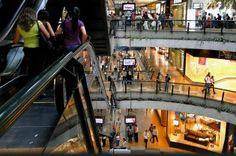 ¡SOCIALISMO PURO! Centros comerciales han perdido 60.000 empleos por regulaciones del Gobierno.