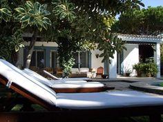 Casa España - Villa für 10 Personen in Roche Vacation Villas, Outdoor Furniture, Outdoor Decor, Cabo, Swimming Pools, Stylish, Beach, Home Decor, Products