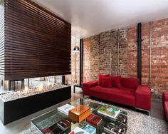 Chimenea moderna como elemento divisor de espacios | Violin factory, London