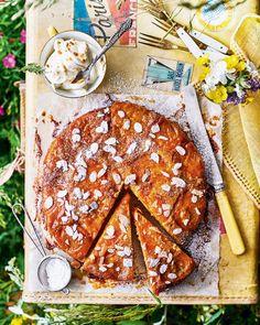 Upside-down apricot cake with amaretto mascarpone cream Apricot Recipes, Orange Recipes, Banana Recipes, Strawberry Recipes, Summer Cake Recipes, Healthy Cake Recipes, Summer Cakes, Picnic Recipes, Gooseberry Recipes