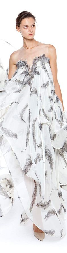 Christos Costarellos spring summer 2016 White Fashion, Star Fashion, Love Fashion, Fashion 2016, Beautiful Gowns, Beautiful Outfits, Couture Fashion, Runway Fashion, Christos Costarellos