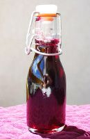 Sirop de cassis maison - Expolore the best and the special ideas about Cocktails Slushie Machine, Alcoholic Drinks, Cocktails, Slushies, Love Cake, Kefir, Simple Syrup, Coffee Recipes, Mixed Drinks