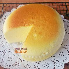 Small Small Baker: Japanese Cotton Cheesecake (not vegan but if someone could figure it out I'd love to know how! Asian Desserts, Just Desserts, Delicious Desserts, Dessert Recipes, Japanese Cotton Cheesecake, Japanese Cheesecake Recipes, Japanese Pastries, Japanese Cake, Cheesecakes