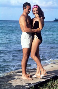 Scottish actor Sean Connery hugging French actress Claudine Auger (Claudine Oger) in the film Thunderball. Sean Connery James Bond, Sean Connery Young, Claudine Auger, Paul Freeman, James Bond Style, Female Directors, Scottish Actors, British Actors, Tommy Lee Jones