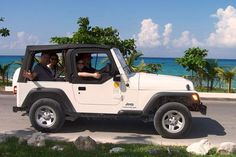 Discover Cozumel island in Mexico via 4x4 Jeep. Get to know the most amazing places of this topical island.