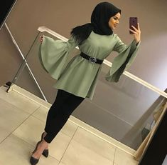 Discover recipes, home ideas, style inspiration and other ideas to try. Hijab Style Dress, Modest Fashion Hijab, Modern Hijab Fashion, Hijab Fashion Inspiration, Hijab Outfit, Fashion Outfits, Fashion Trends, Hijab Elegante, Hijab Chic