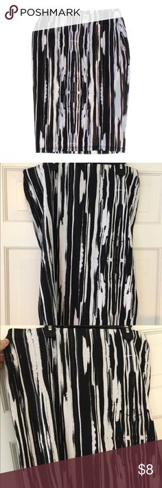 A BLACK AND WHITE MIDI SKIRT A black and white large midi skirt. These fall usually just  above the knee. Very good condition! Forever 21 Skirts Midi