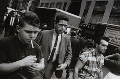 Garry_Winogrand_Garry Winogrand, New York, ca. 1960. © Estate of Garry Winogrand and courtesy Fraenkel Gallery, San Francisco_38