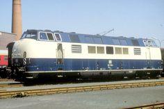 Die Baureihe V 200.1 ist eine Weiterentwicklung der Baureihe V 200.0, zu der Krauss-Maffei 1960