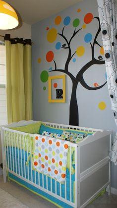 blog o wnętrzach dla dzieci, inspiracje : Pokój dziecka z wzorem drzewa na ścianie. Inspiracje.
