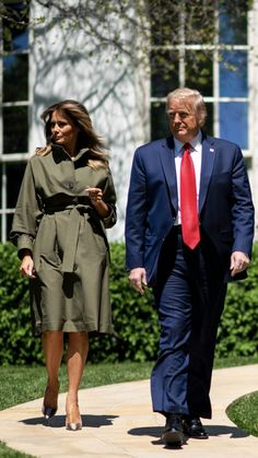 President & First Lady Melania Trump, Tree Planting Ceremony, Earth Day, 🌲🌎 Donald And Melania Trump, Donald Trump Jr, First Lady Melania Trump, Malania Trump, New President, Bell Bottoms, Presidents, Tree Planting, Spartacus