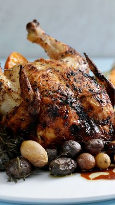 Chicken a La Croix - Anything-But-Boring Chicken - Everyone's favorite can of sparkling water is the perfect instrument for this moist, fragrant roasted chicken. Roast Chicken Recipes, Roasted Chicken, Fried Chicken, Roasted Duck Recipes, Recipe Chicken, Tiny Food, Prosciutto, Food Videos, Cooking Recipes