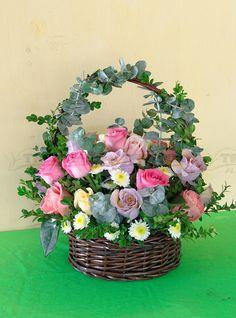 Basket Flower Arrangements, Creative Flower Arrangements, Artificial Floral Arrangements, Funeral Flower Arrangements, Beautiful Flower Arrangements, Beautiful Flowers, Flower Box Gift, Flower Boxes, Cemetery Flowers