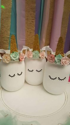 Having a unicorn birthday party? You cant go wrong with these adorable unicorn mason jars. We can customize the flowers to match your decor. Use these as a fun way to hold your party utensils, add flowers, cake pops, your options are endless! These also make cute accents to your little