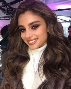 New hair goals brunette taylor hill 47 ideas Taylor Marie Hill, Taylor Hill Hair, Trendy Hairstyles, Wedding Hairstyles, Girls Makeup, Beautiful Eyes, Giorgio Armani, Hair Goals, New Hair