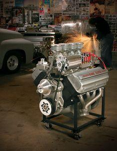 New Life for an Old Hemi Hemi Engine, Motor Engine, Car Engine, Man Cave Garage, Classic Cars Usa, Cave Bar, Chrysler Hemi, 1969 Dodge Charger, Old Car Parts