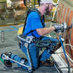 This is a FORTIS exoskeleton, it augments human abilities, reducing muscle fatigue by 300 percent. Wearable Technology, Technology Gadgets, Science And Technology, Medical Technology, Gadgets Électroniques, Muscle Fatigue, Cool Inventions, Future Tech, Human Body