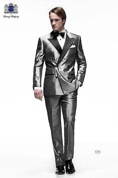 Traje de novio italiano a medida, esmoquin plata cruzado en tejido shantung mixto con solapa en pico raso negro, modelo 1315 Ottavio Nuccio Gala colección Black Tie 2015.