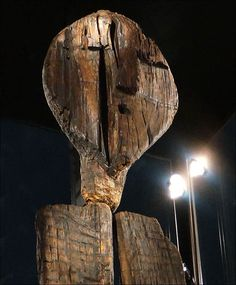 Shigir Idol, a wooden statue found in western Siberia in with its unreadable hieroglyphics is years old; more than double the age of the pyramids in Egypt or the structures of Stonehenge. Totems, Wooden Statues, Idole, Ufo Sighting, Shiga, Stonehenge, Ancient Aliens, Ancient History, Ancient Artifacts