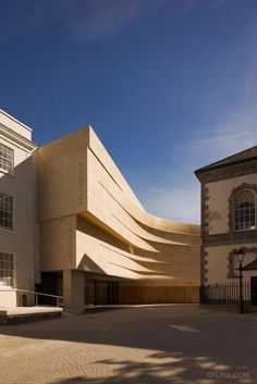 """Medieval Museum in Waterford / Waterford City Council Architects """"The objective was to design a building that would strengthen the characteristic of the historic tissue while, at the same time, creating something new and contrasting with the existing architecture.""""- the architect"""