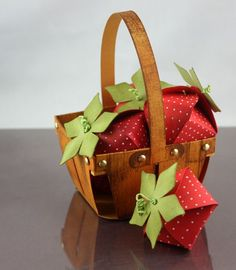 Strawberry Favor Box - pattern & tutorial: