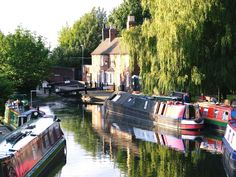 BCNS - Cottage at top of flight of locks at Wolverhampton - West Midlands - England