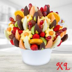 Make your celebration that little bit sweeter with this delicious bouquet of gourmet treats. This fruity fiesta will be sure to leave your guests impressed thanks to its delicious mix of juicy pineapple, fresh cantaloupe, honeydew, kiwi and orange slices, strawberries and grapes, strawberries dipped in milk chocolate and chocolate flakes, and apple wedges dipped in dark chocolate. Yum!
