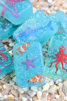 DIY glitter ocean toy soap for kids - create your own glitter soap with miniature toy sea creatures inside. Kids Crafts, Diy And Crafts, Easy Crafts, Diy Savon, Savon Soap, Soap Tutorial, Handmade Christmas Gifts, Christmas Soap, Soap Recipes